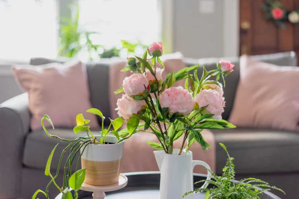 Spring home decor for the living room