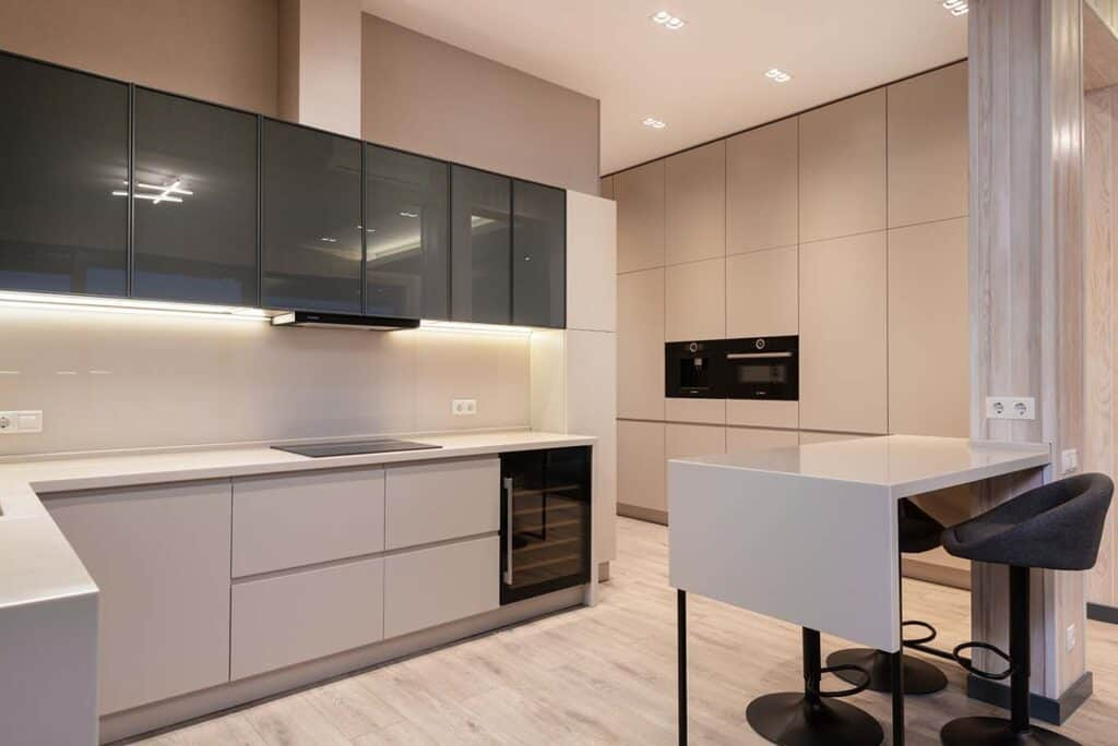 How to Decorate a Black and White Kitchen